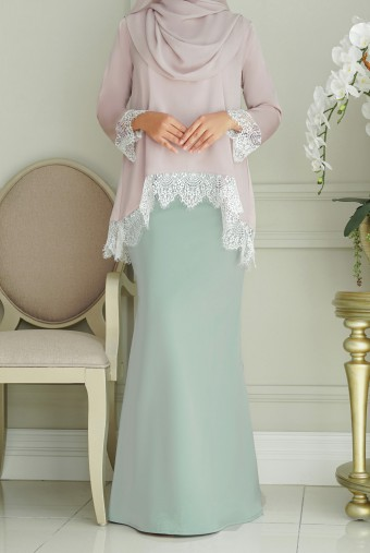 Jintan Kurung in Pink Mint