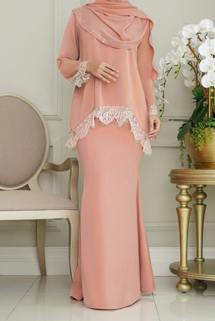 Jintan Kurung in Salmon