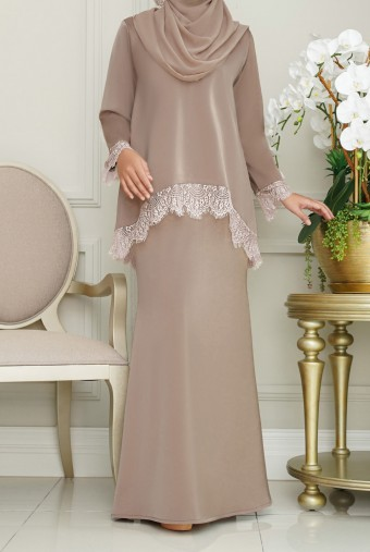 Jintan Kurung in Rosy Brown