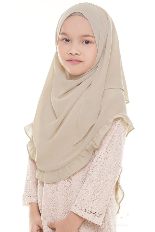 Darda Ruffle Full Instant Kids in Sand