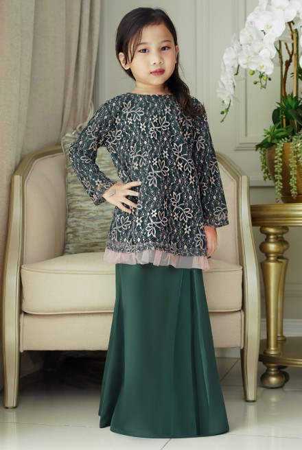 Cengkih Kurung Girl in Emerald