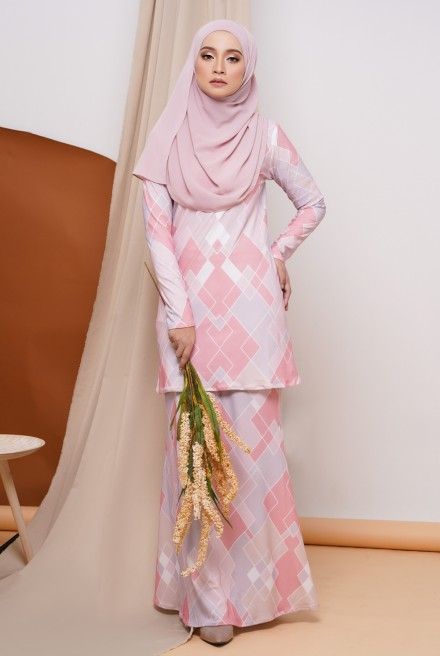GRACE KURUNG IN PINK ABSTRACT