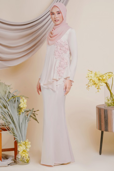 AYESHA Kurung in Sheer Pink
