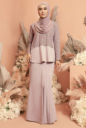 Bawang Kurung in Dusty Purple
