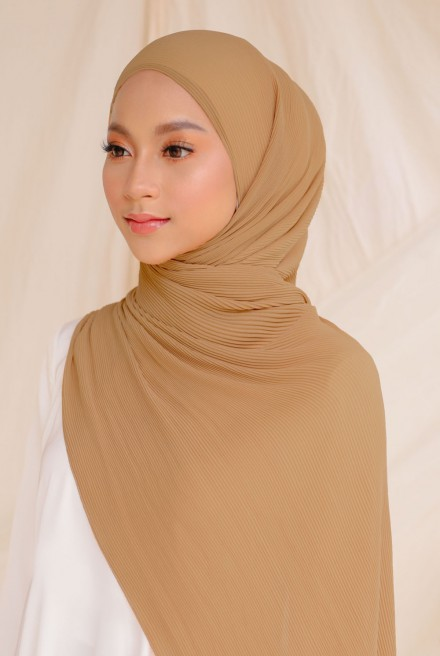 Naeka Full Pleated Shawl in Caramel