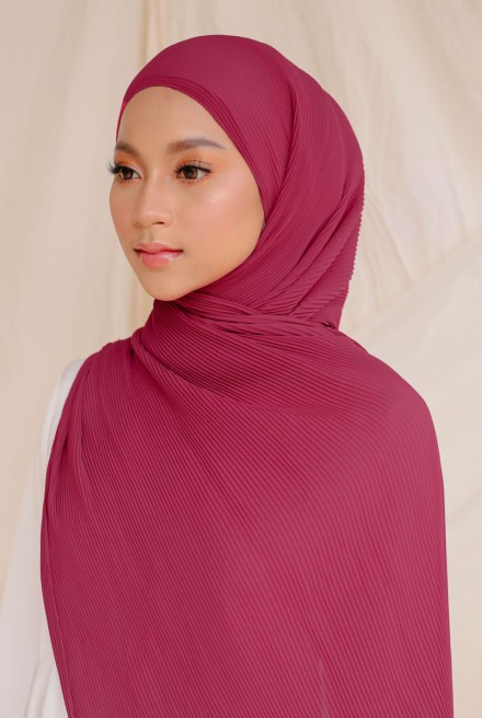 Naeka Full Pleated Shawl in Magenta