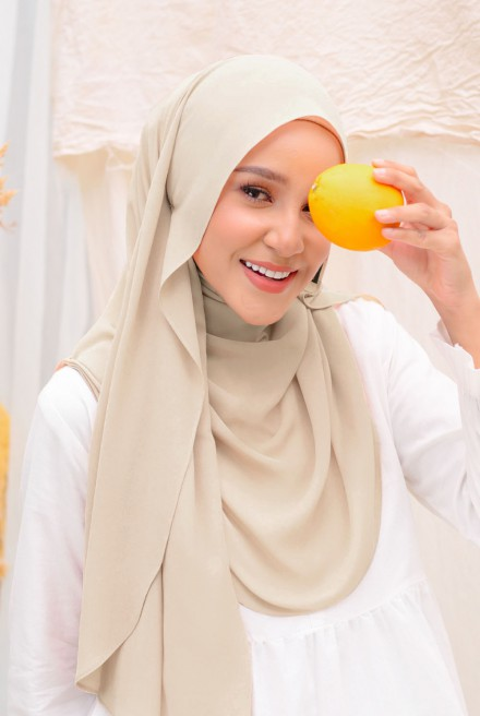 (AS-IS) Bayu Instant Shawl in Wheat