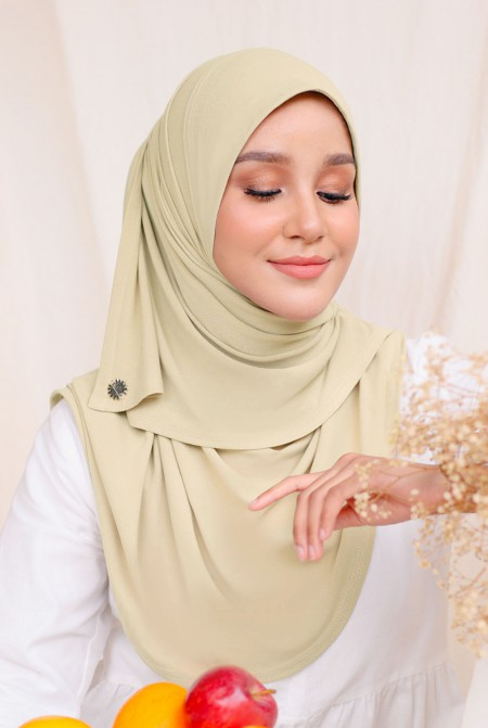 Kaila Instant Shawl in Wheat