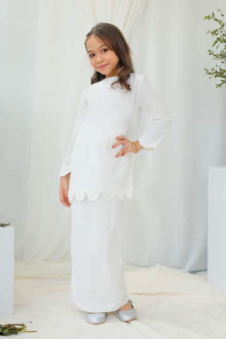 Chantiq Kurung In White