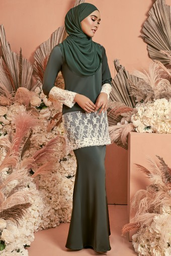 Serai Kurung in Dark Jade