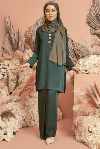 Halia Kurung in Emerald