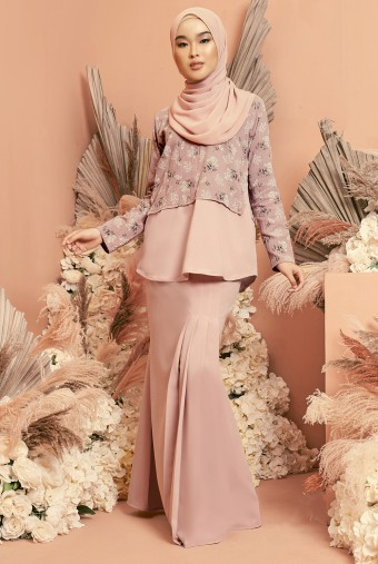 Bawang Kurung in Dusty Pink
