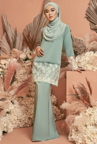 Serai Kurung in Powder