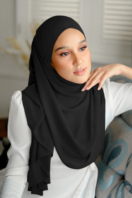 Pikat Long Shawl in Black