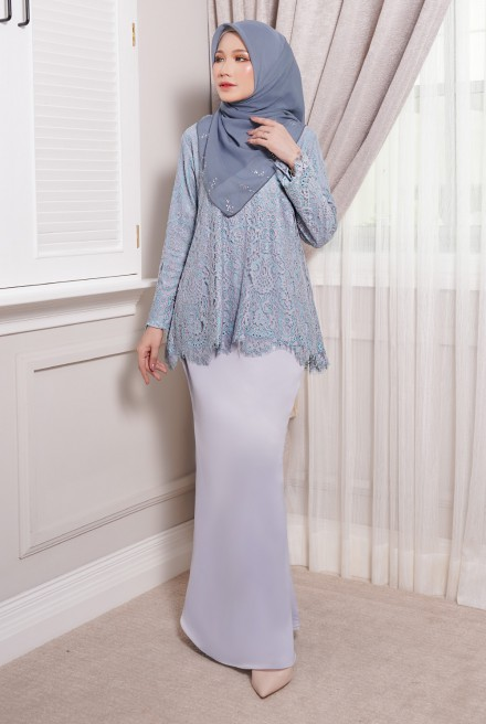 Maisun Kurung  in Blue