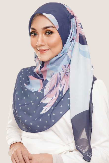 LE Claire Bawal in Blueberry