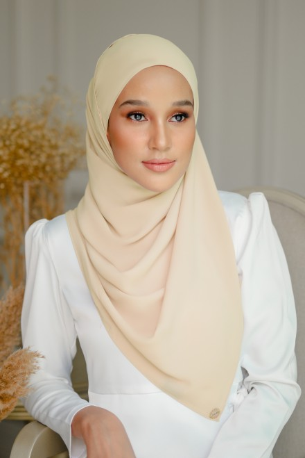 Pikat Long Shawl in Creampuff