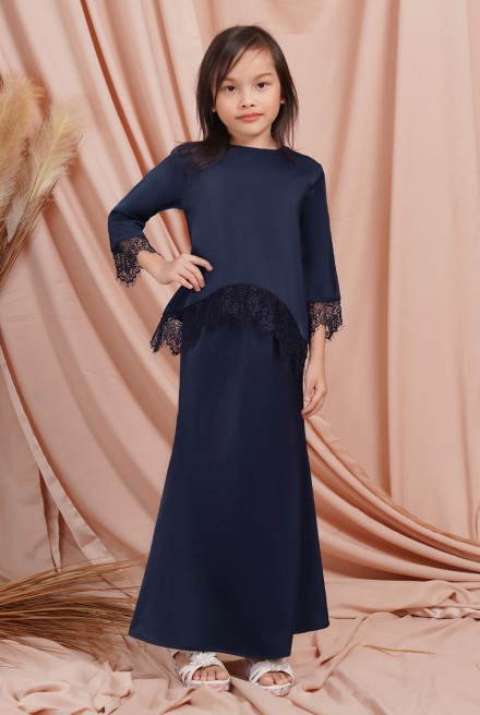 Jintan Kurung Girl in Deep Blue
