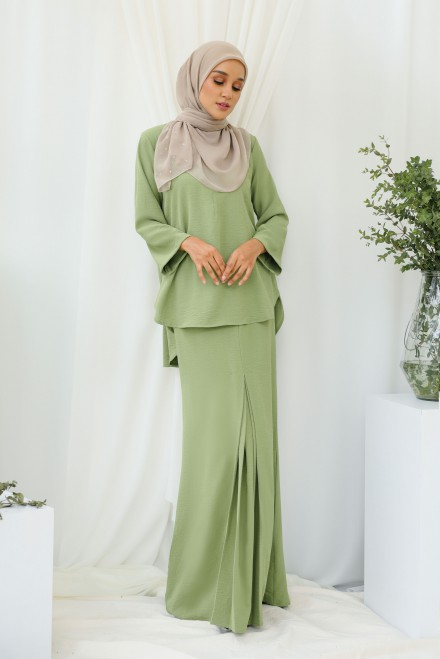 Renjana Kurung In Dusty Olive