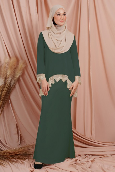 Jintan Kurung in Jade Green