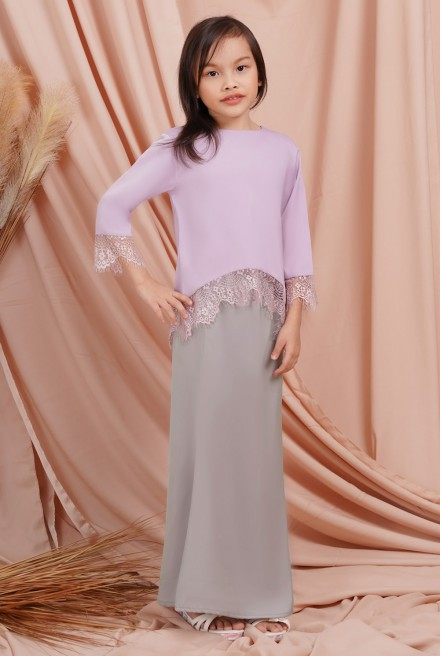 Jintan Kurung Girl in Lavender Grey