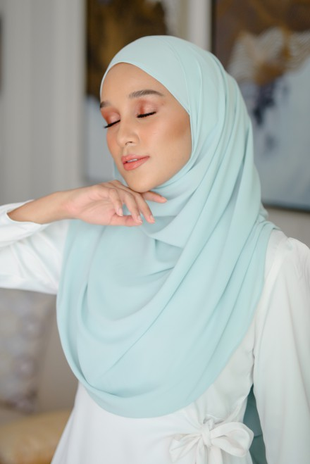 Pikat Long Shawl in Pantone Mint