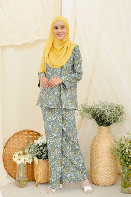 Qaseh Kurung In Mustard Grey