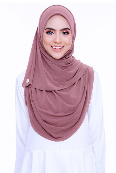 (AS-IS) Kaila Instant Shawl in Charm