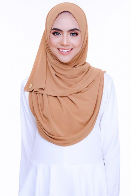 (AS-IS) Kaila Instant Shawl in Cameo