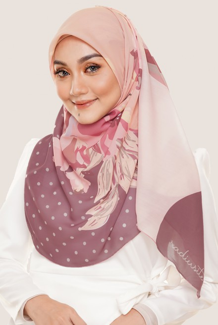 LE Claire Bawal in Punch