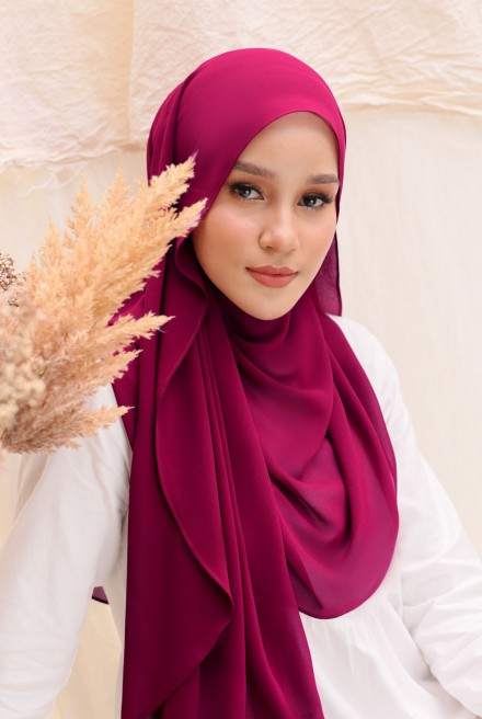 Bayu Instant Shawl in Rouge
