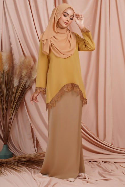 Jintan Kurung in Royal Mustard