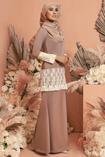 Serai Kurung in Brandy Rose