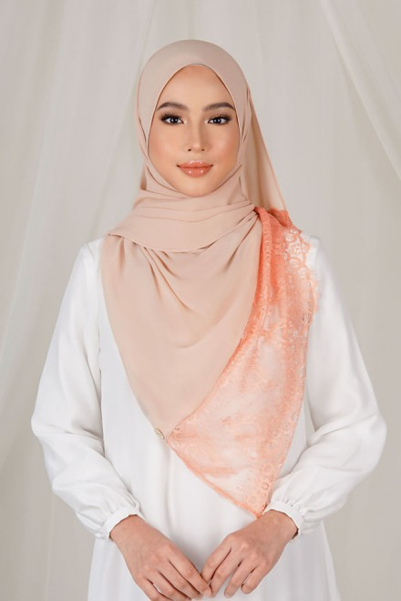 Shaina Lace Shawl in Soft Peach